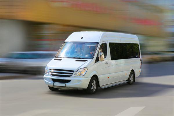 Ce avantaje există în închirierea unui microbuz?